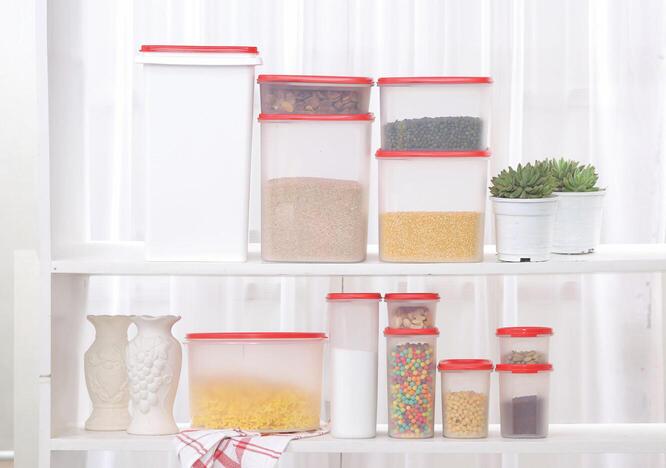 Tupperware Kitchen Storer Set
